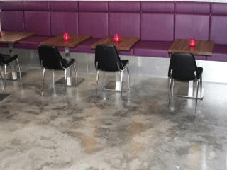 poleret betongulv lounge