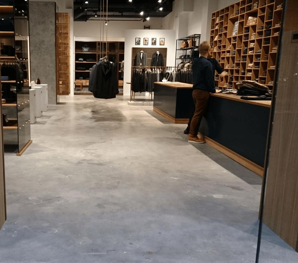 poleret betongulv tøjforretning