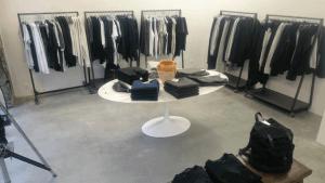 Poleret betongulv - Caemento designgulv - Moss Copenhagen - tøjforretning