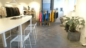 Poleret betongulv - Caemento designgulv - skies - indgangsparti