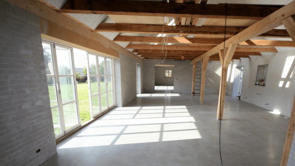 Poleret betongulv - privat bolig - aktivitetsrum mod stue