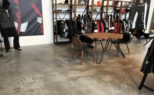 Støbning, slibning og polering af betongulv - BJÖRN BORG Showroom - skyspil