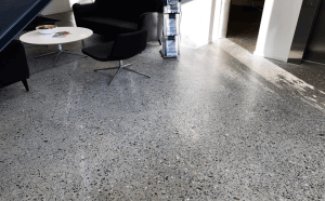 Støbning, slibning og polering af betongulv - KEA Hellerup - nærbillede