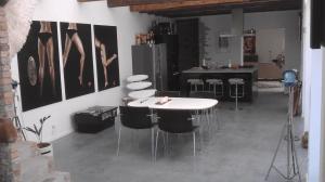Støbning, slibning og polering af betongulv - Pi - indstøbning ved køkken-alrum