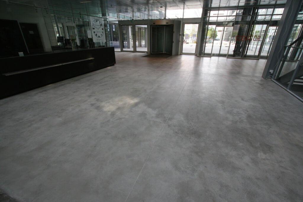 Poleret beton erhverv. Poleret betongulv ITU indgangsparti