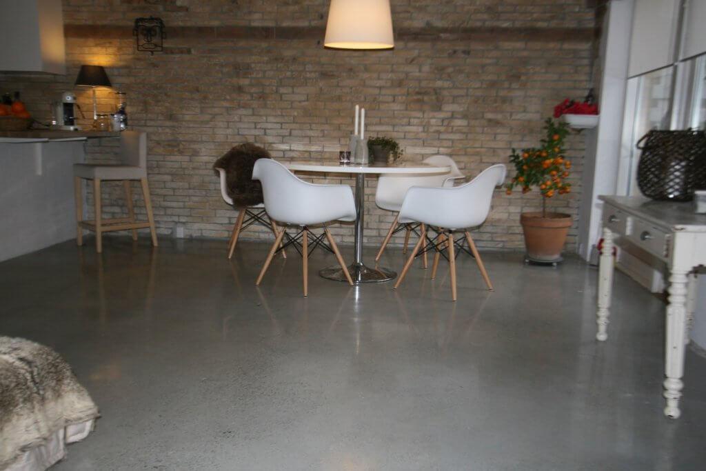 Poleret beton i lys beton