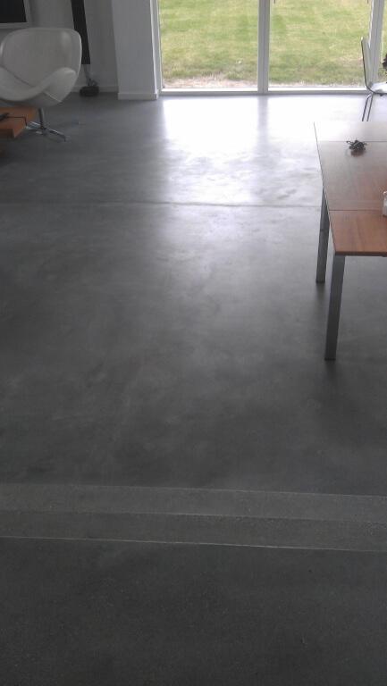 Poleret betongulv trappe – ud til haven
