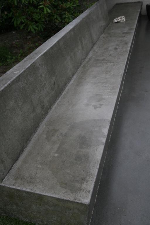 Udendoers betonbaenk