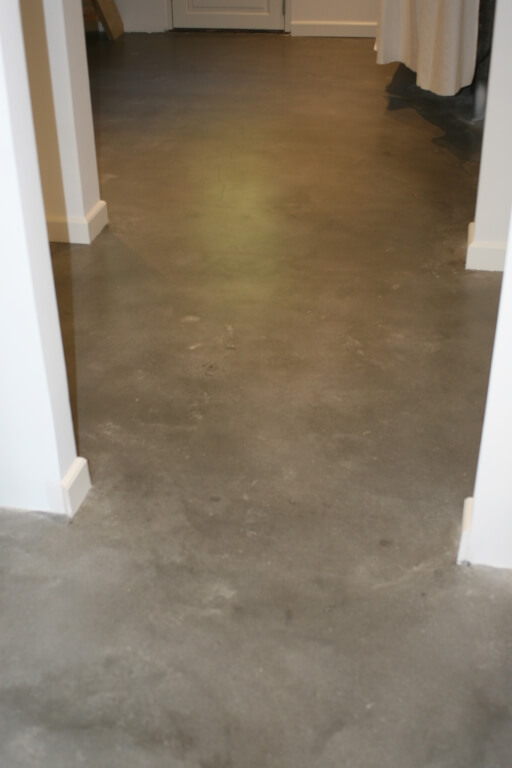 poleret beton – indgang og gang