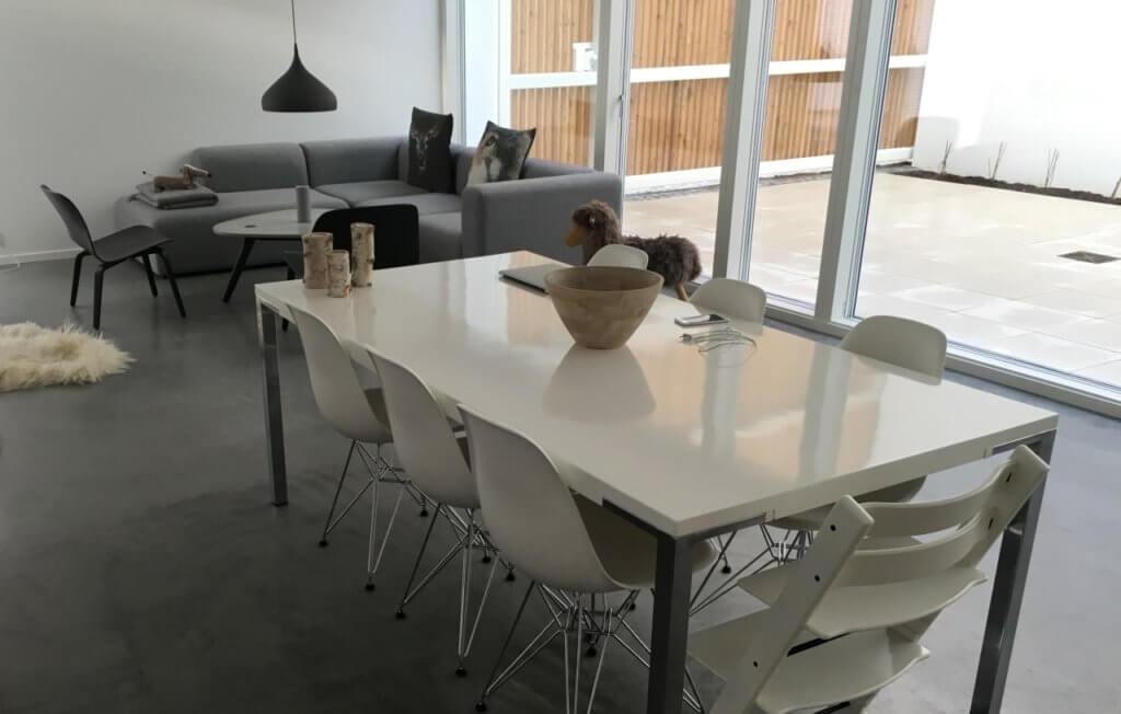 poleret betongulv – fliseterrasse
